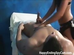seks-skritoy-kameroy-u-massazhista