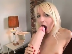 Awesome fit girl in sexy outfit Ashley Jane is rubbing her horny vagina while laying on a chair. Enjoy the hot girl solo masturbating her nice pussy.