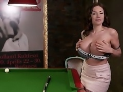 Amazing women Clanddi Jinkcego is playing pool totally naked and doing it the sexy way