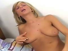 Popular American pornstar Tiffany Rousso masturbates