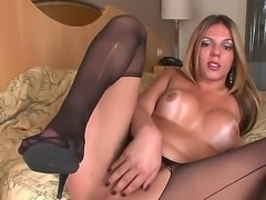 Sexual busty shemale Raissa Nevada stays