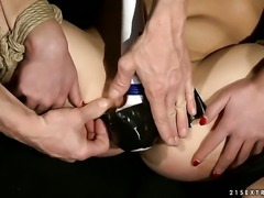 Teen lets guy stick his meaty meat pole in her mouth
