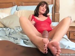 Bella Roxxx lets man insert his snake in her mouth