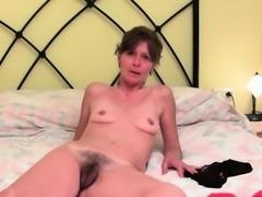 Grandma\'s pussy needs finger fucking