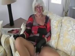 Granny Handjob #2 (Pizza Boy getting the proper Payment)