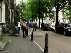 European hooker gives blowjob to amateur dude for cash
