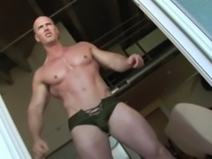 AMAZING MUSCLE GUY SOLO