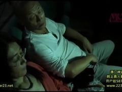 妊娠の恐怖から解放された 閉経熟女たちの暗闇の痴漢痴女映画館