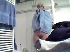 chichona en el baño espiada