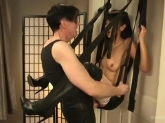 A lot of couples want to use a sex swing, but they don't know what to do with it. With Kink University's video, seen here, you get at least one idea of where to put it and how to do it. A safe demonstration and you're ready to try it yourself.