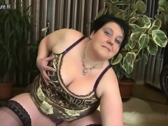 Nelle from 1fuckdatecom - Naughty bbw mom loves to get dirty