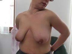 Mature mom with saggy tits need a good fuck