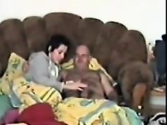 Jovencita masturba y se folla a maduro 01