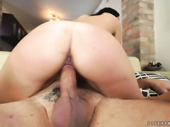 Teen sucks like it aint no thing in blowjob action with hot blooded guy