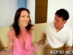 Sexy bombshell enjoys getting her trimmed slit fucked