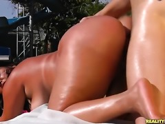 Roge Ferro with big butt and clean cunt gets her pretty face covered in cream