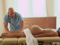 Lovely Brunette Sweetheart Gets Treated With A Hot Oiled Fuck Massage