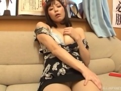 Hirose Nanami adores playing with her amazing pussy