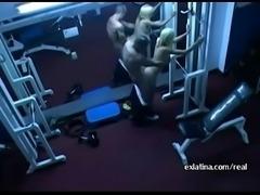 Cachados follando en el gym
