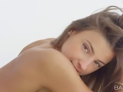 Stunning girl gently rubs her pussy & clitoris until cumming