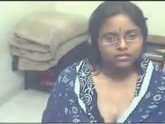 Chunky and cute dark skin webcam girl from Pakistan