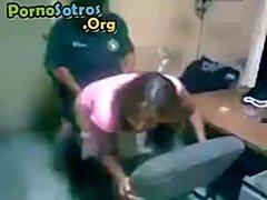 Policia cogiendo  free